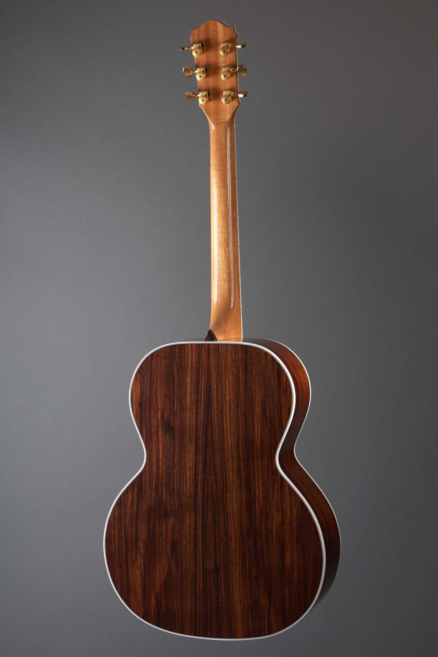guitare acoustique de luthier faite sur la rive sud de Montréal au canada